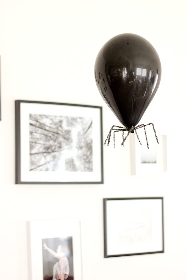decorar-con-aranas-una-fiesta-de-halloween-globos-6