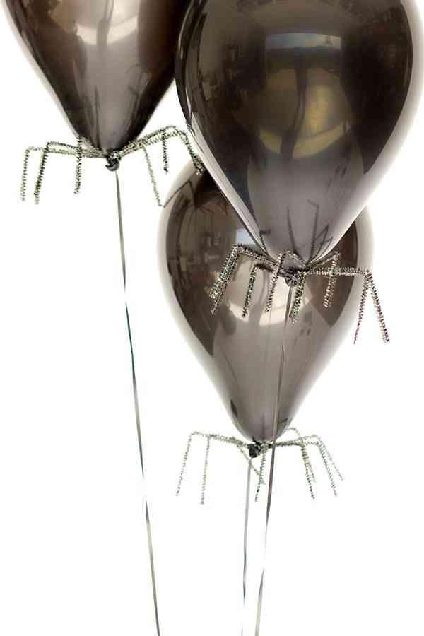 decorar con aranas una fiesta de halloween globos