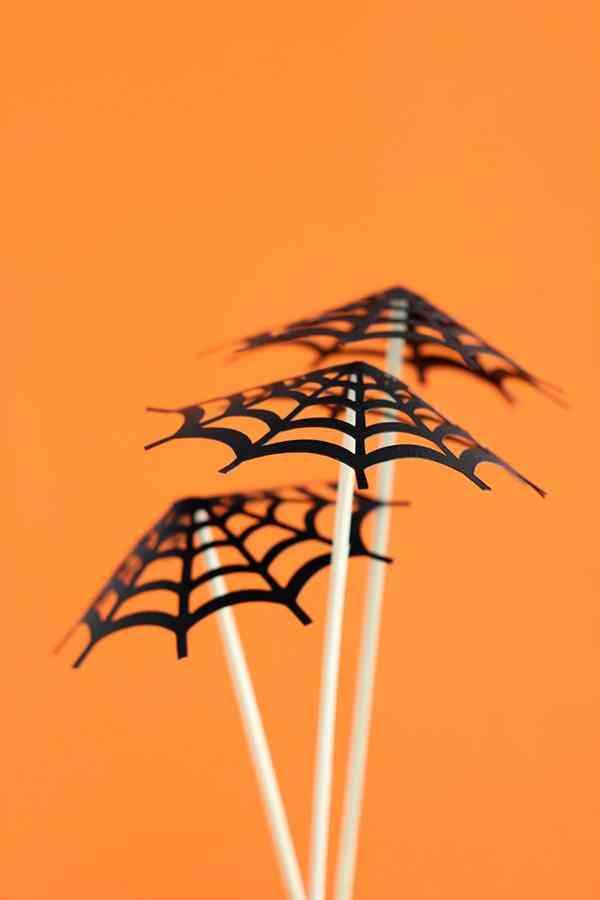 decorar-con-aranas-una-fiesta-de-halloween-sombrilla-3