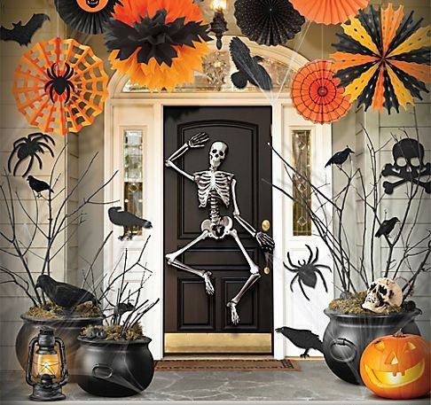 8 ideas de miedo para decorar puertas y ventanas en halloween. Black Bedroom Furniture Sets. Home Design Ideas