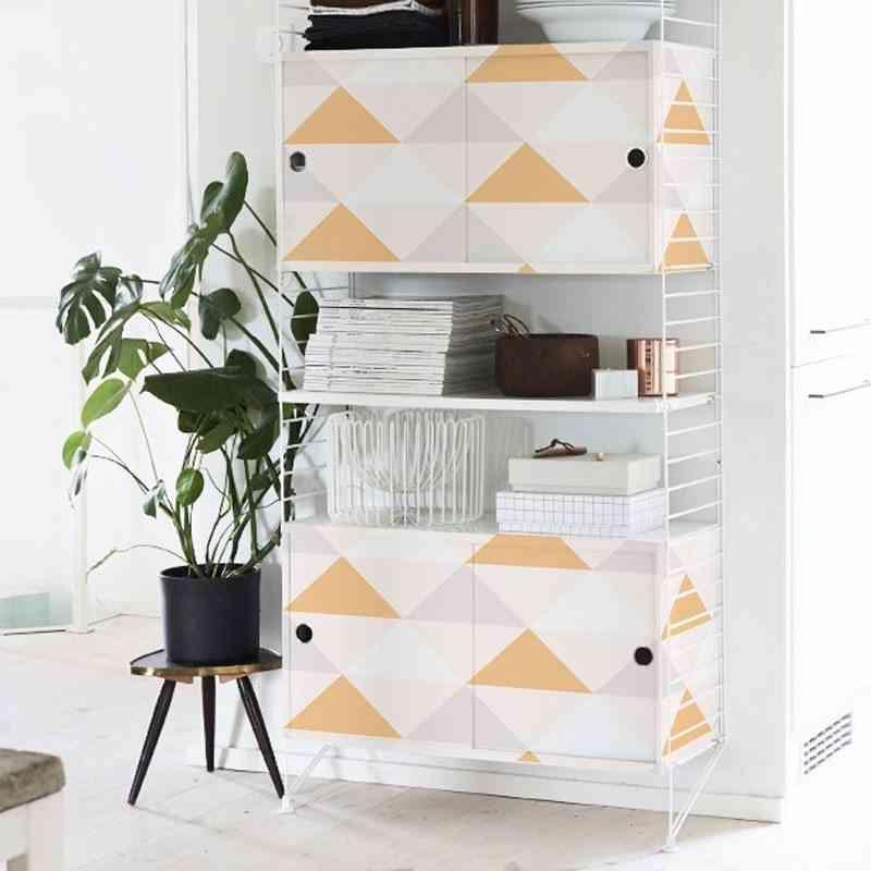 3 materiales diferentes y geniales para revestir un mueble for Como empapelar un mueble