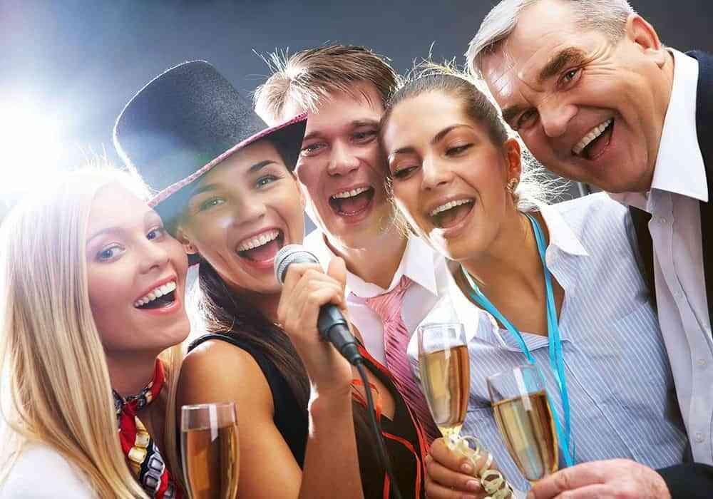 adornar cumpleaños de adultos - karaoke