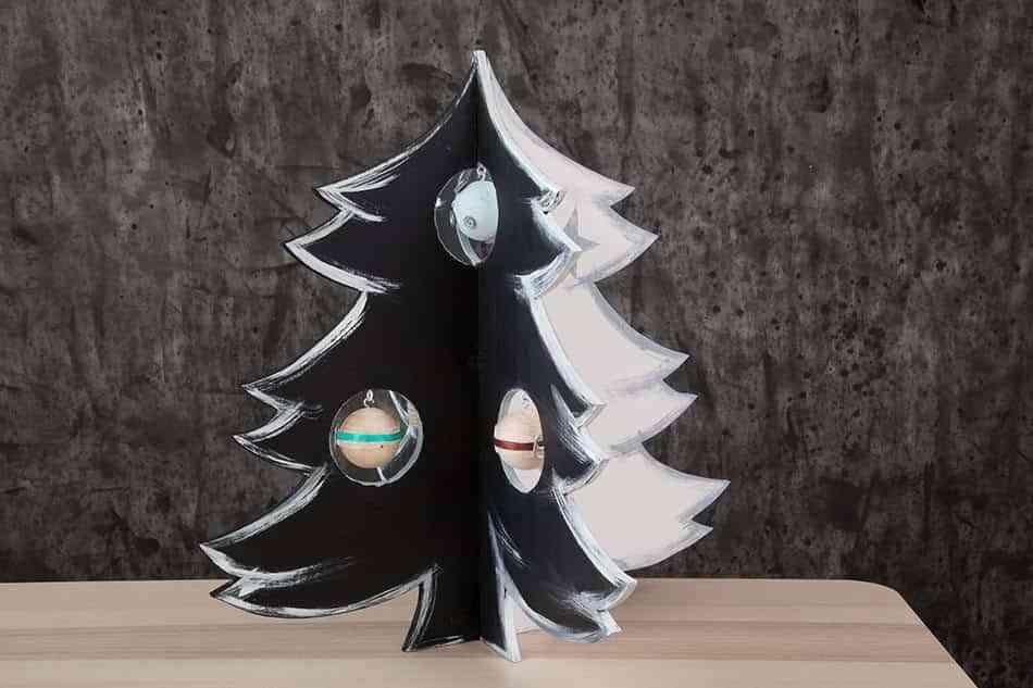 arbol-de-navidad-de-madera-final-blanco-y-negro
