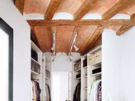vestidor pequeño contiguo al dormitorio