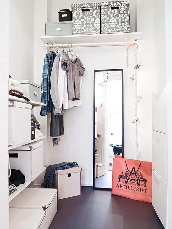 vestidor pequeño organizado