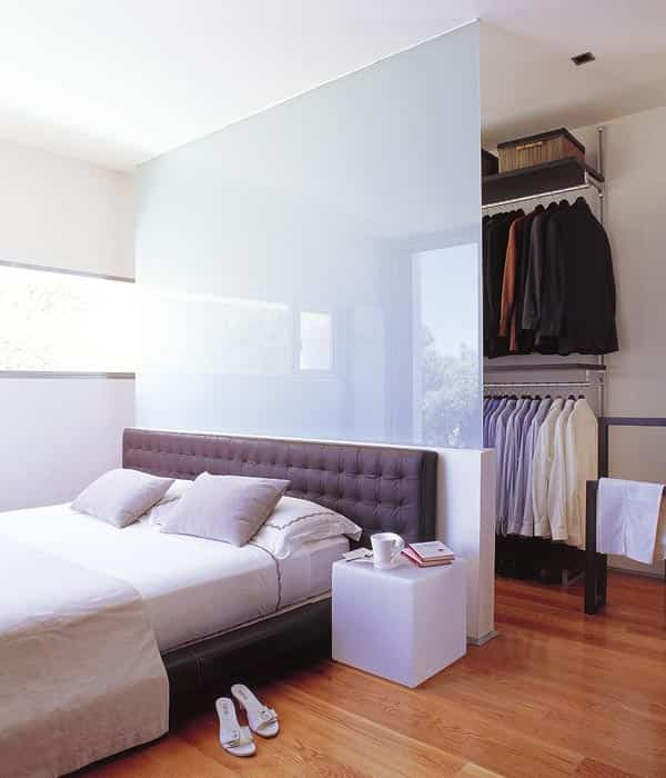 vestidor pequeño en el dormitorio