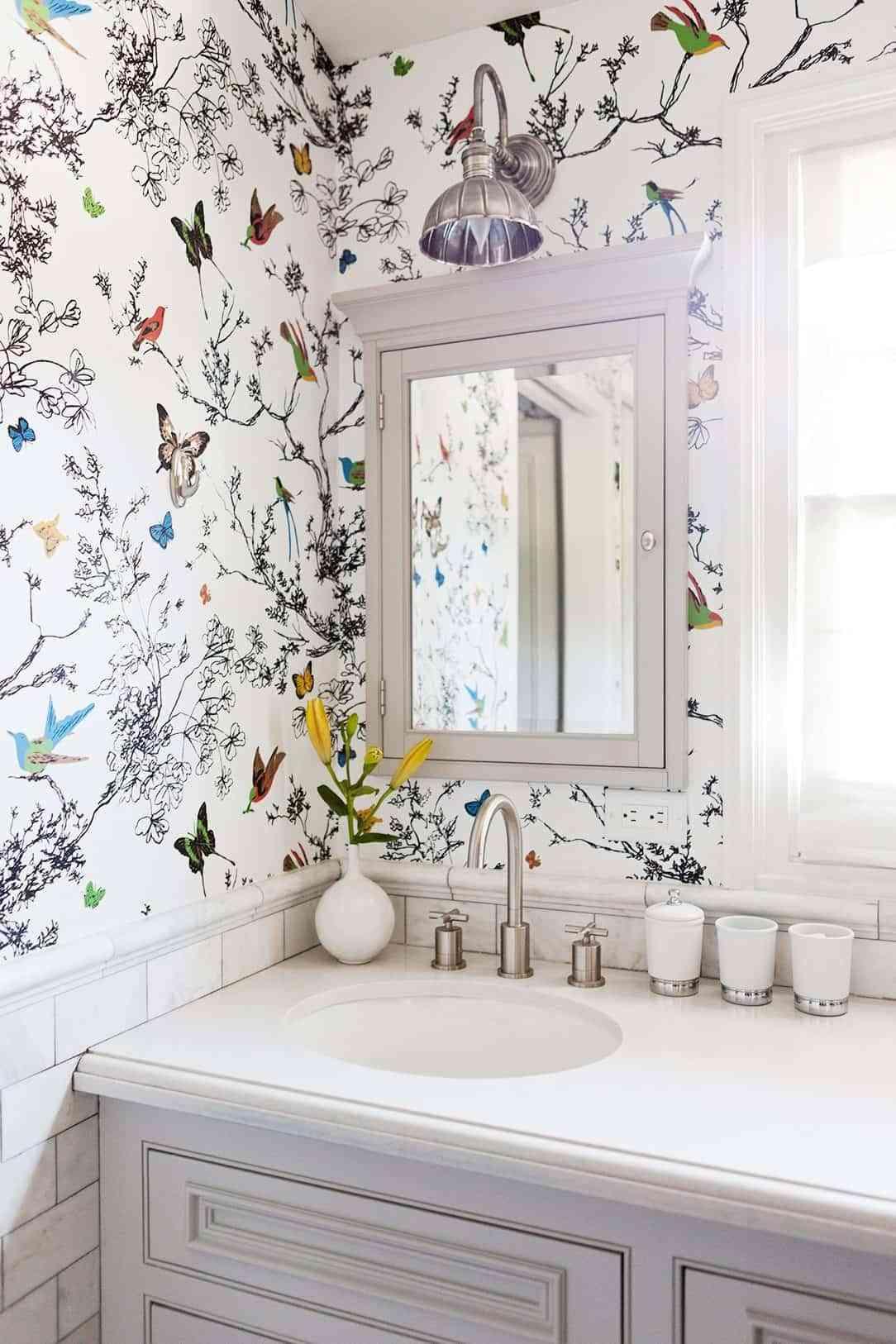 casa al día - papel pintado en el baño