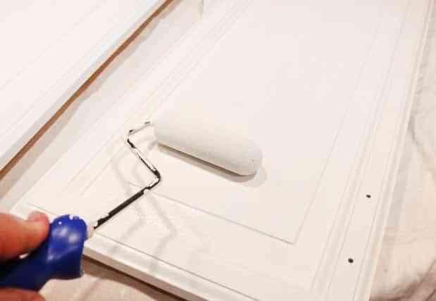 pintar-los-muebles-de-la-cocina-freshome-rodillo