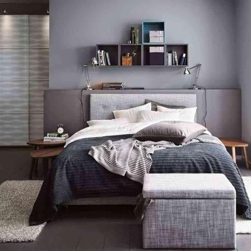 colocar cojines en la cama - en tonos grises
