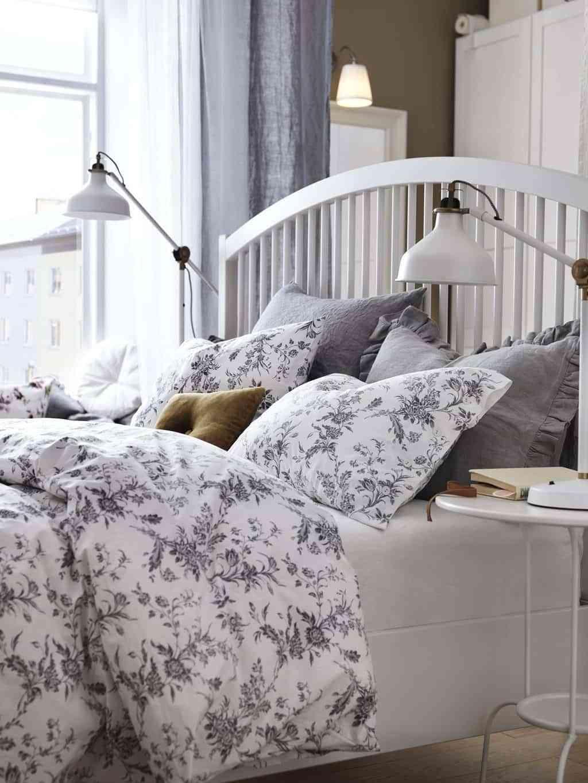 colocar cojines en la cama - estampados florales