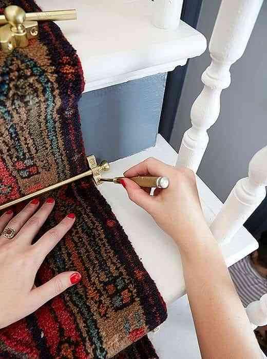 alfombra-vintage-para-la-escalera-colocar-barra