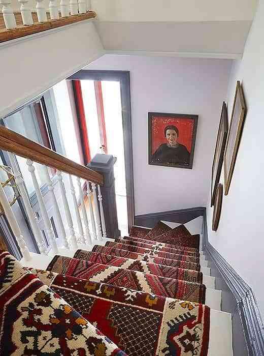 alfombra-vintage-para-la-escalera-final-desde-arriba