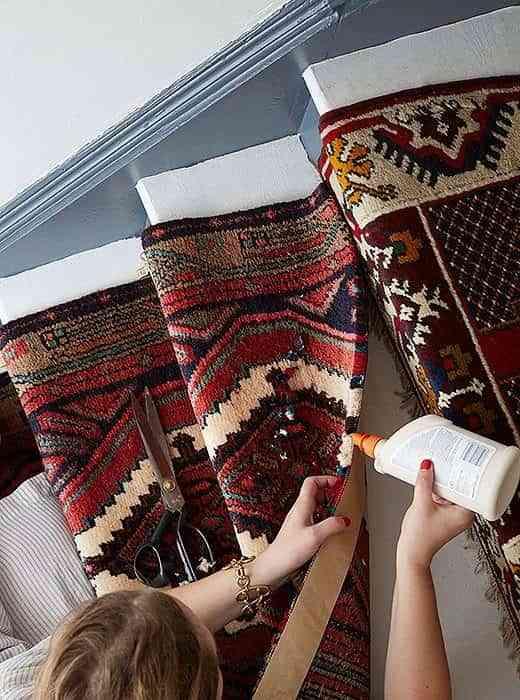 alfombra-vintage-para-la-escalera-pegamento