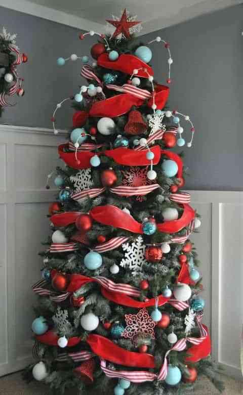 arbol-de-navidad-rojo-house-beautiful