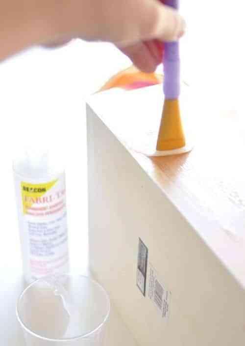cajas con tela aplicar pegamento 3