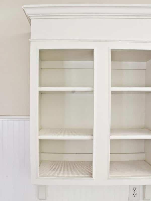mueble-blanco-envejecido-1-hgtv