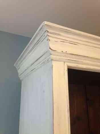 mueble-blanco-envejecido-custard-blue
