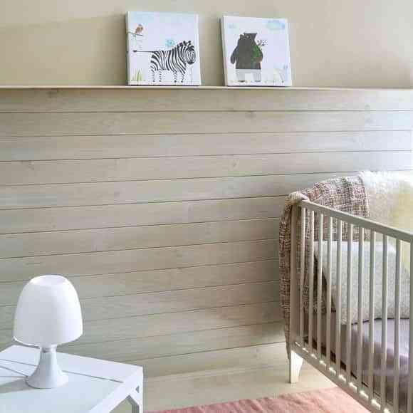 paredes con un friso lm madera colara