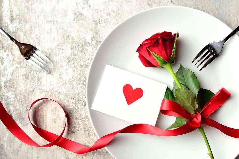 Sorprende a tu pareja con una cena rom ntica para san valent n for Decoracion de pared para san valentin