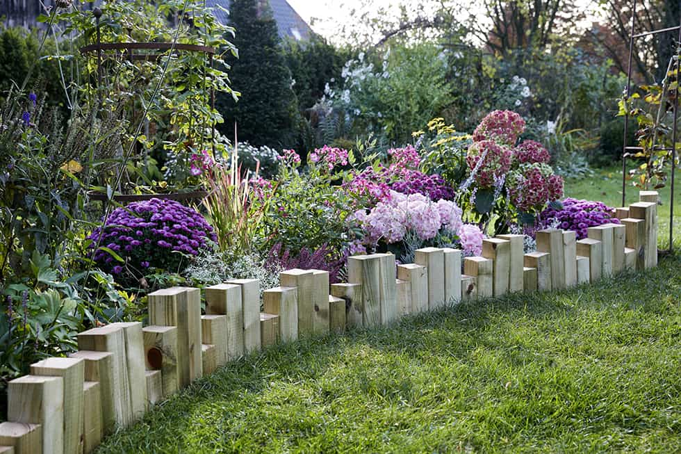 Diy c mo decorar y delimitar un arriate en el jard n con - Arriate jardin ...