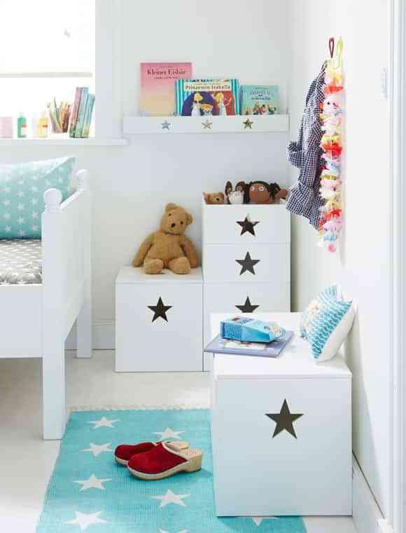 Ideas geniales para guardar los juguetes en el cuarto de los peques - Como hacer un baul para guardar juguetes ...