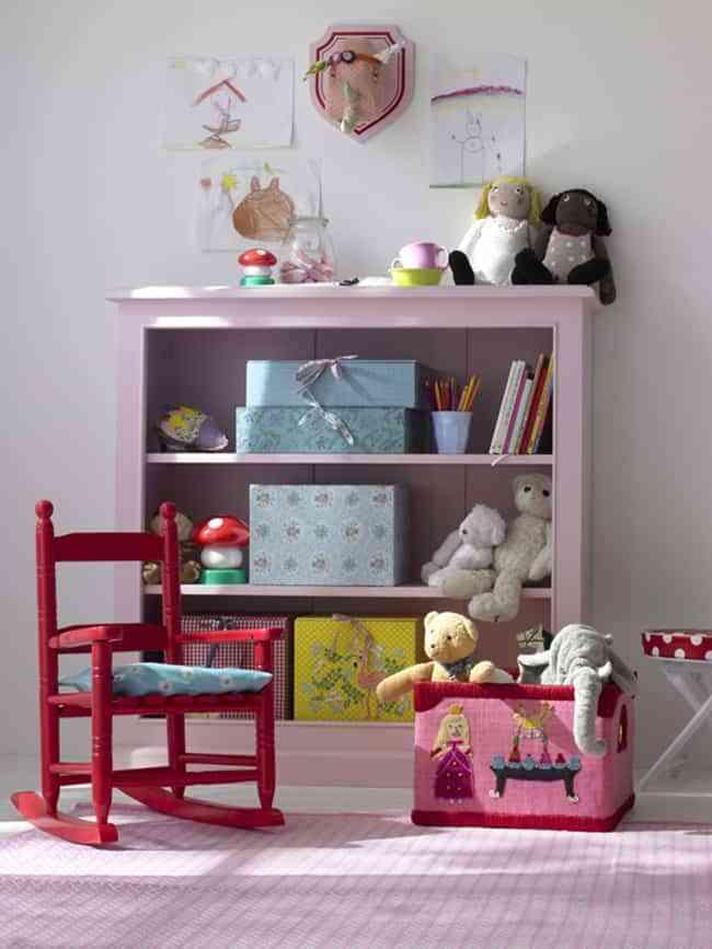 Ideas geniales para guardar los juguetes en el cuarto de los peques - Estanterias guardar juguetes ...