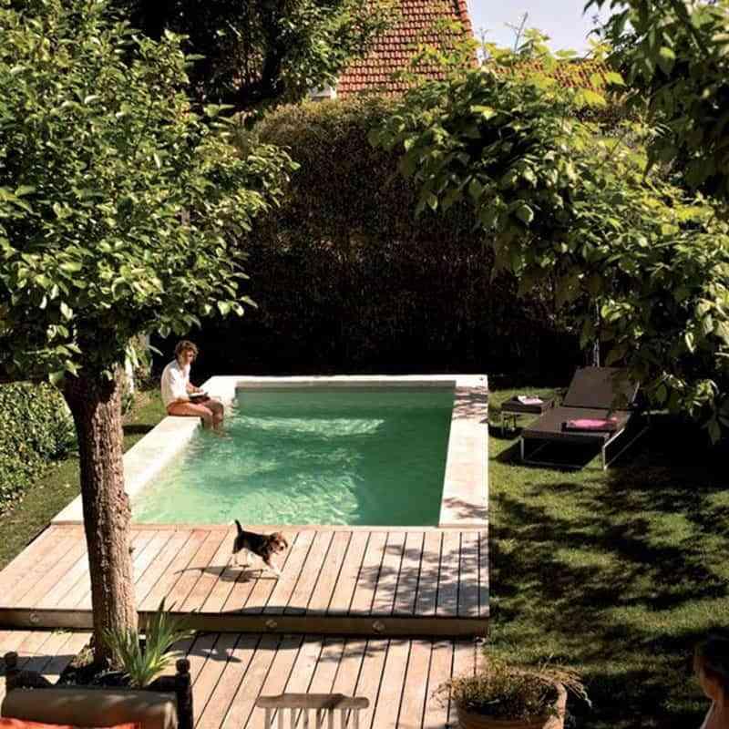 5 consejos para ahorrar agua en la piscina este verano for Agua de la piscina turbia