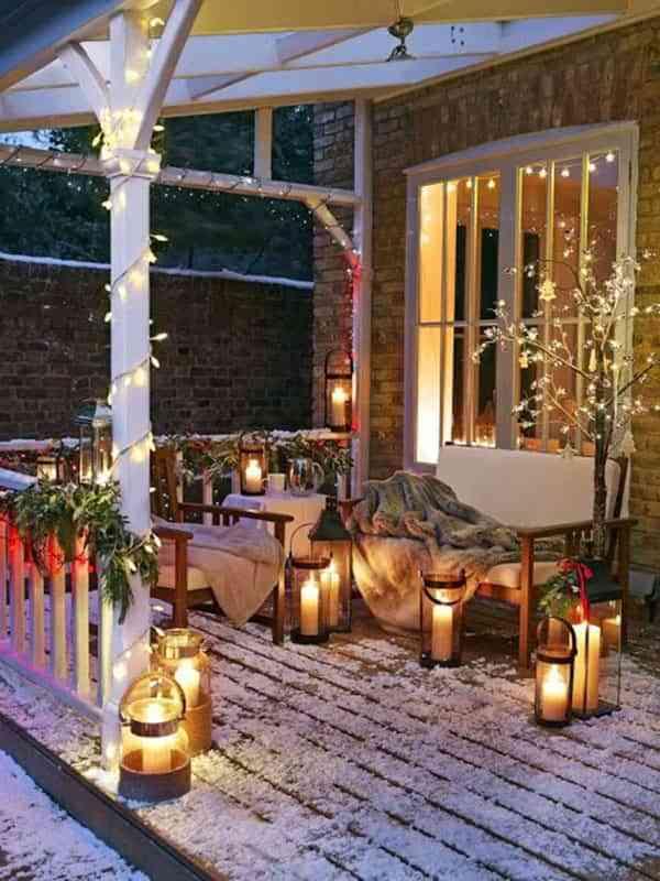 Luces de fantasía para iluminar el exterior de casa en Navidad