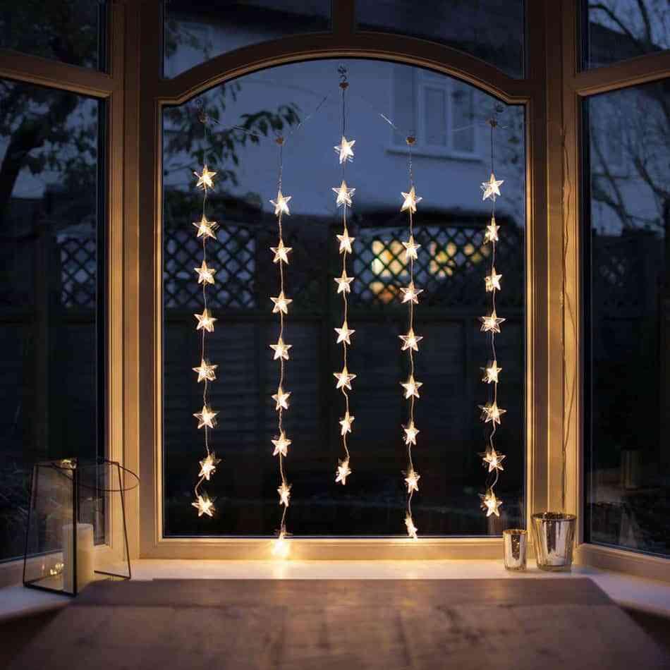 Luces de fantas a para iluminar el exterior de casa en navidad - Iluminacion exterior navidad ...