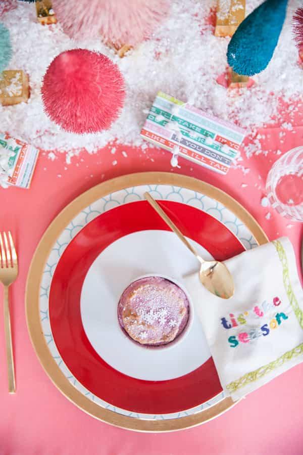 3 mesas de navidad originales decoradas con colores diferentes - Mesas de navidad decoradas sencillas ...