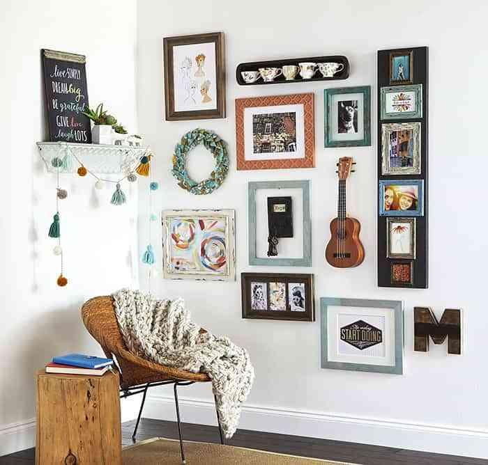 6 ideas geniales para personalizar tu galer a de cuadros - Enmarcar cuadros en casa ...