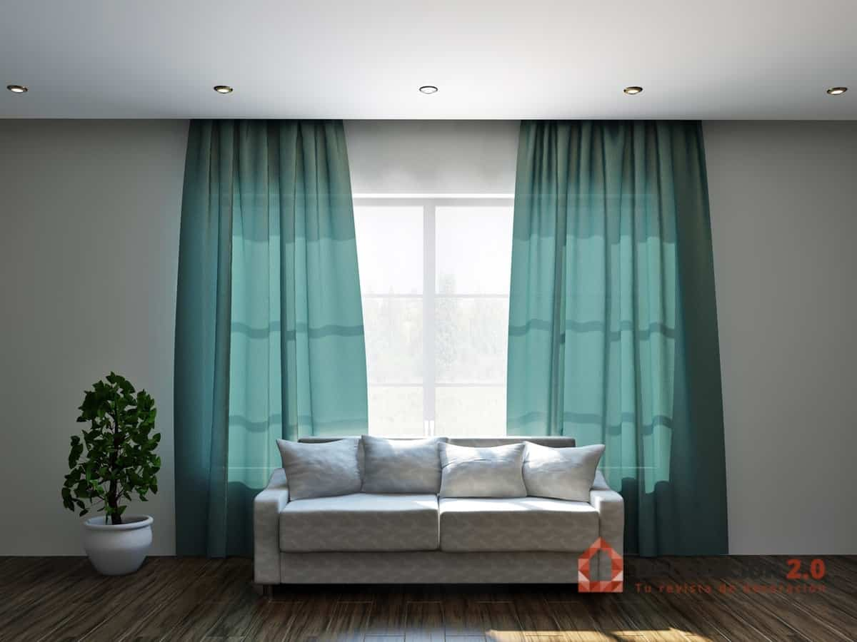 Cortinas verdes en salón con sofá blanco