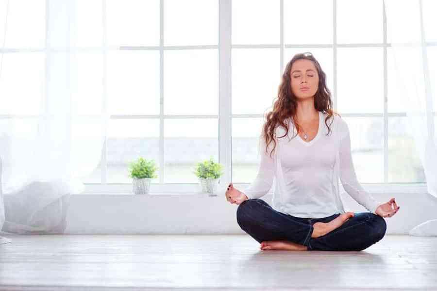Todas las claves del rincón perfecto para practicar yoga en casa