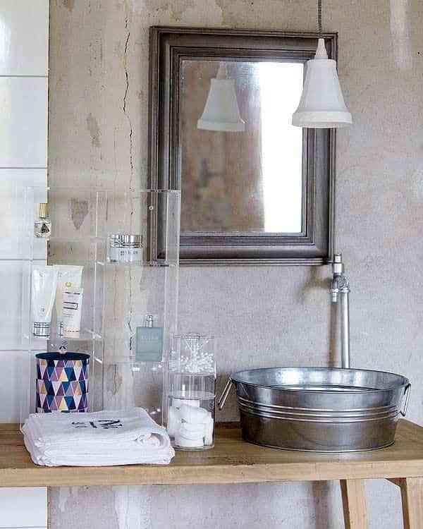 baños rústicos - lavabos latón