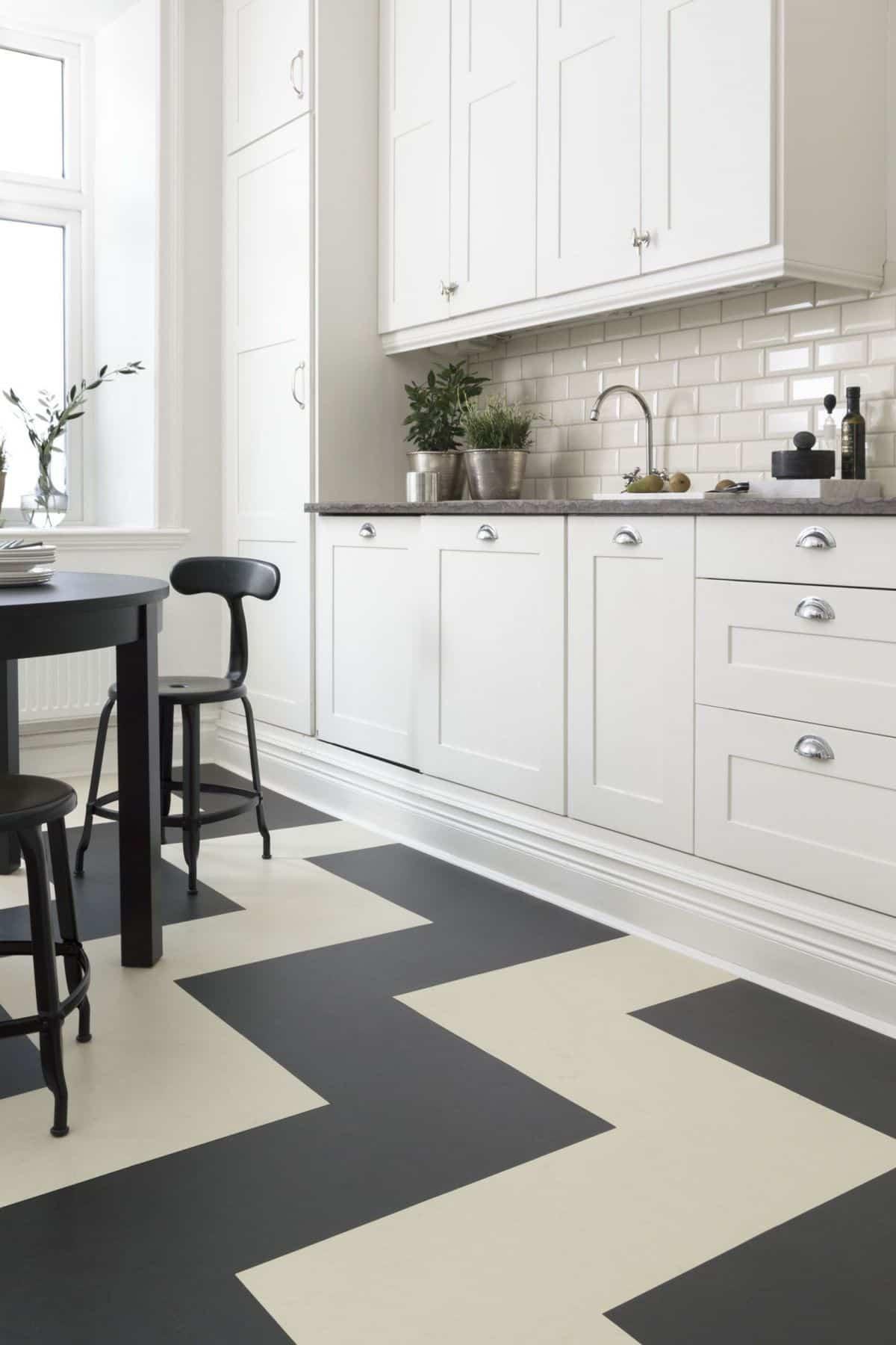 Suelos de linóleo en las cocinas