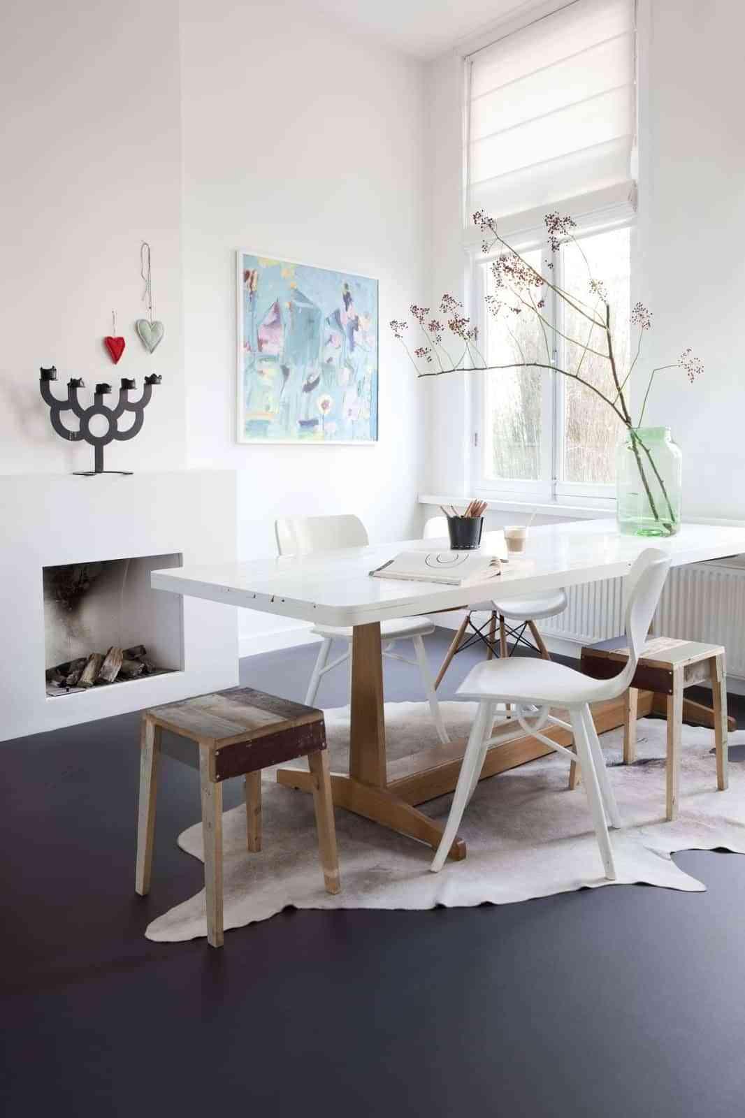 Linoleum floors in dining rooms