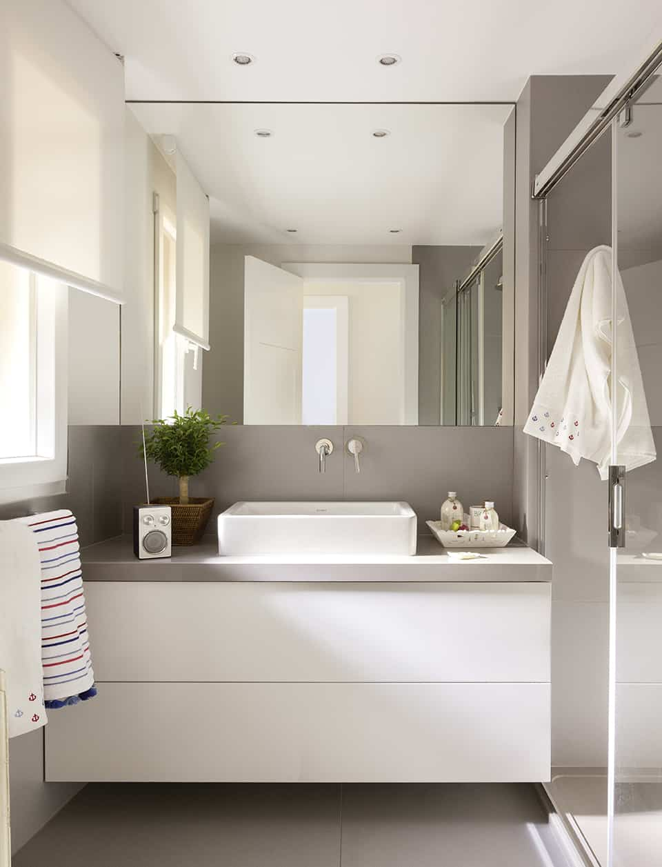Bathroom mirrors for small spaces