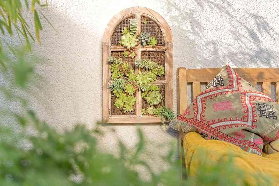 Construye un jardín vertical DIY para decorar tu terraza en primavera