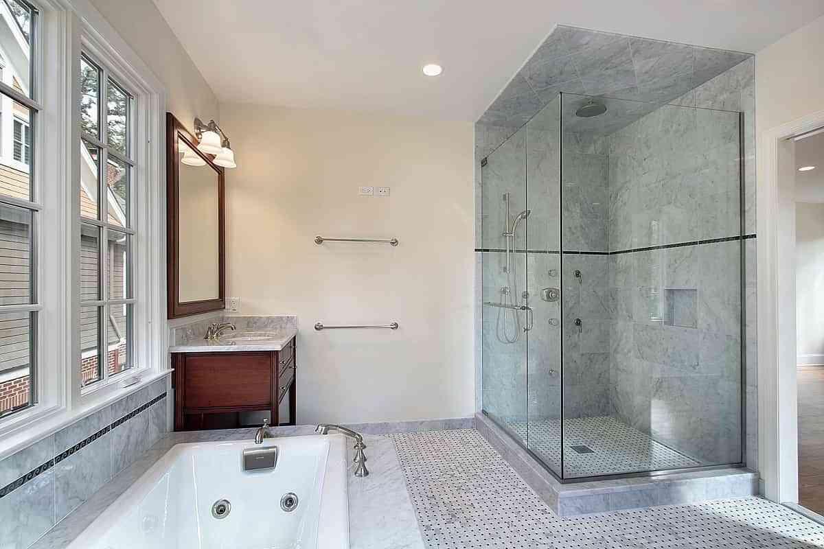 Cambiar el plato de ducha para renovar un baño