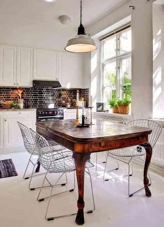 Claves para combinar muebles antiguos en casas modernas
