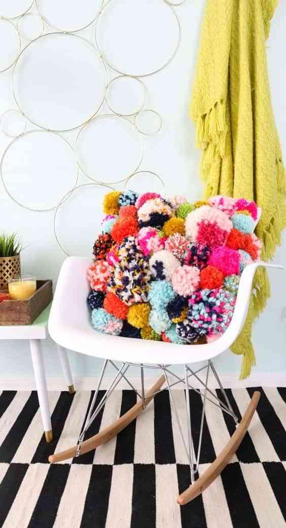 Cómo decorar con pompones de lana. 10 ideas que te encantarán