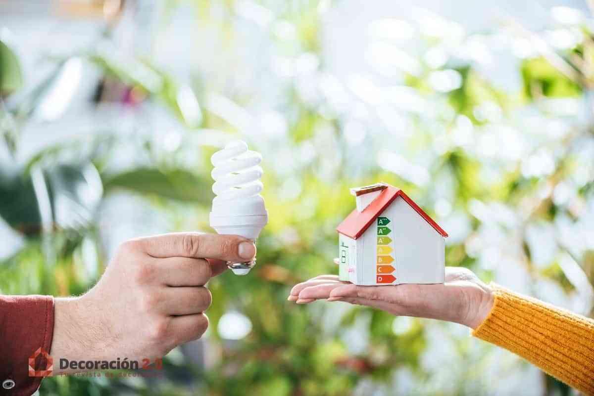 Mejora la eficiencia energética en casa con estos 5 consejos