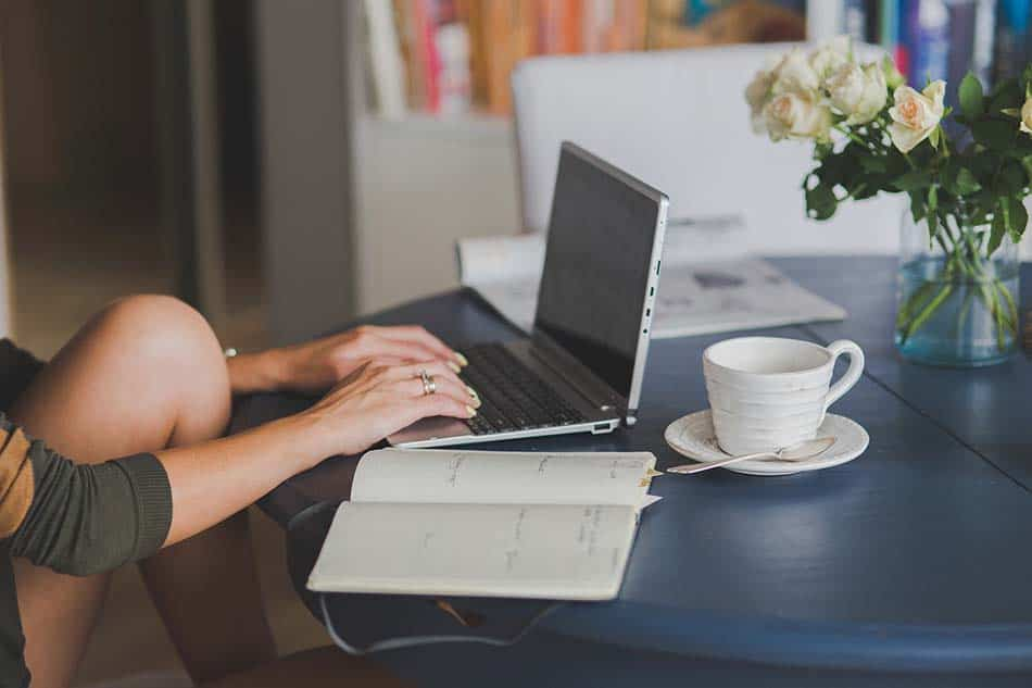 Rincón de trabajo, ordenador, mesa de ordenador
