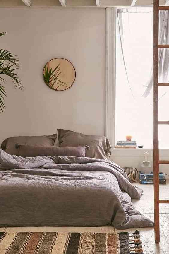 camas deshechas gris