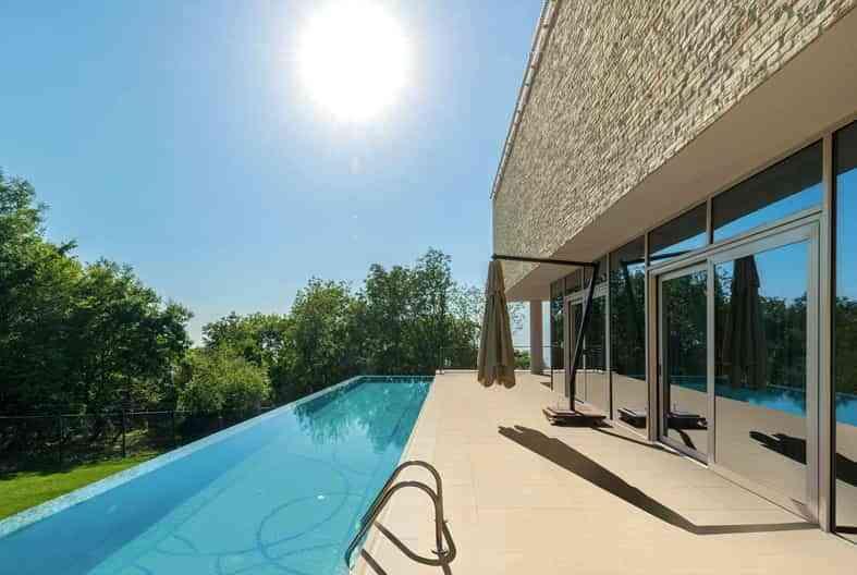 disfruta de tu piscina sin riesgos, piscina, suelos cerámicos
