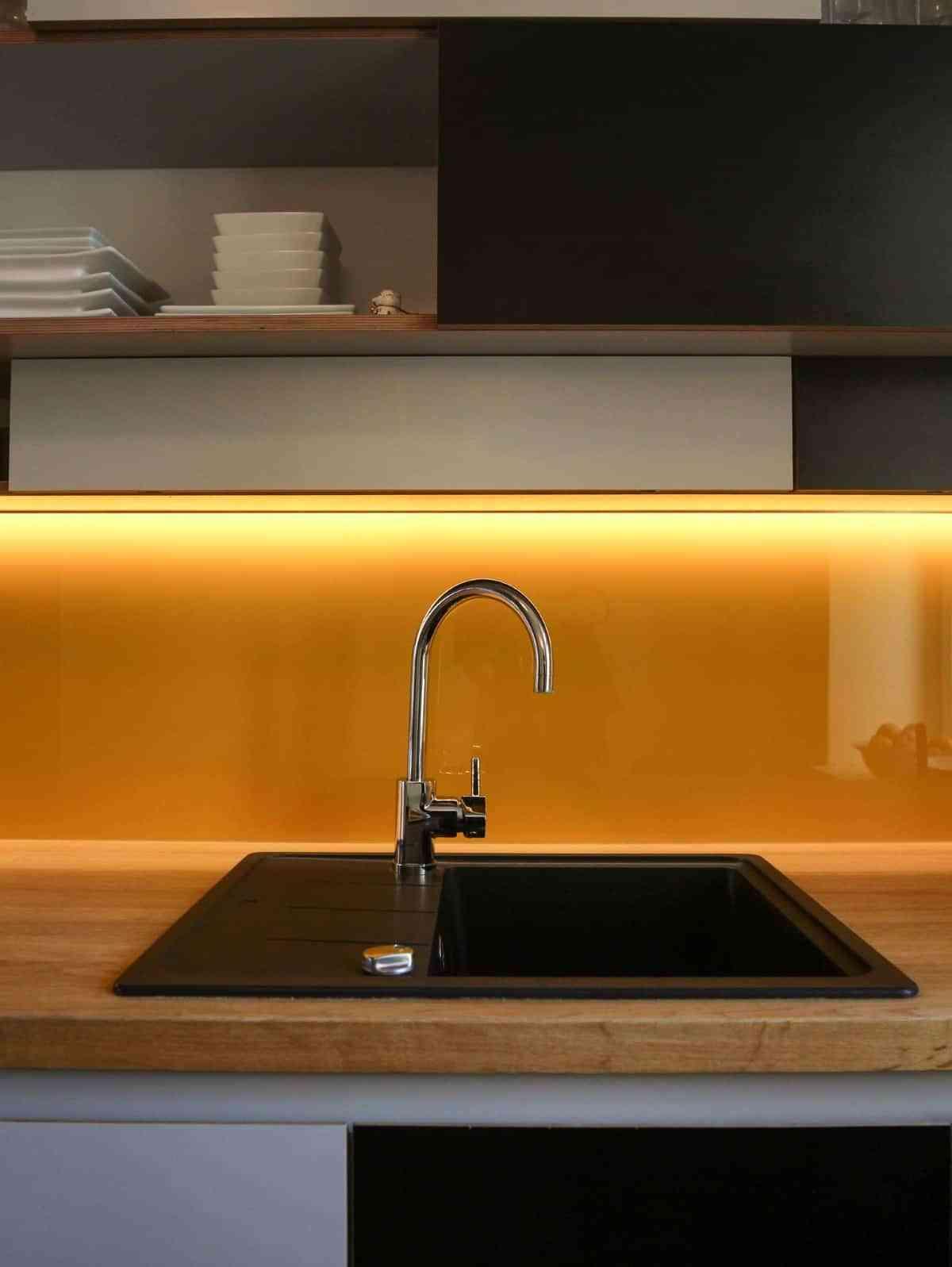 decoracion de cocinas con colores intensos