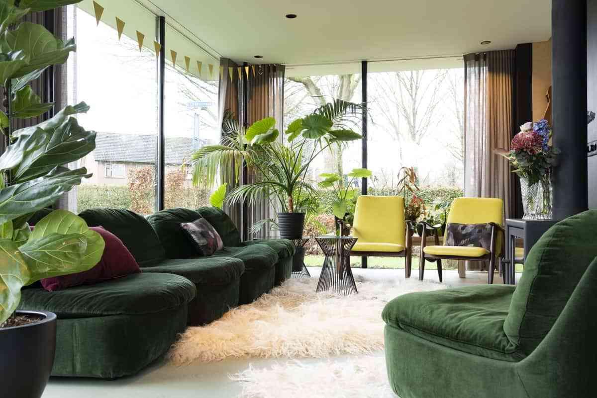 decorar el hogar con tonalidades de verde oscuro