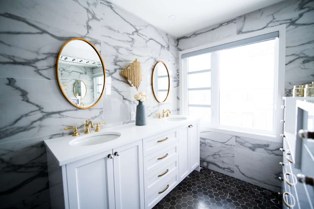 la vuelta de la elegancia al baño con el Black & White