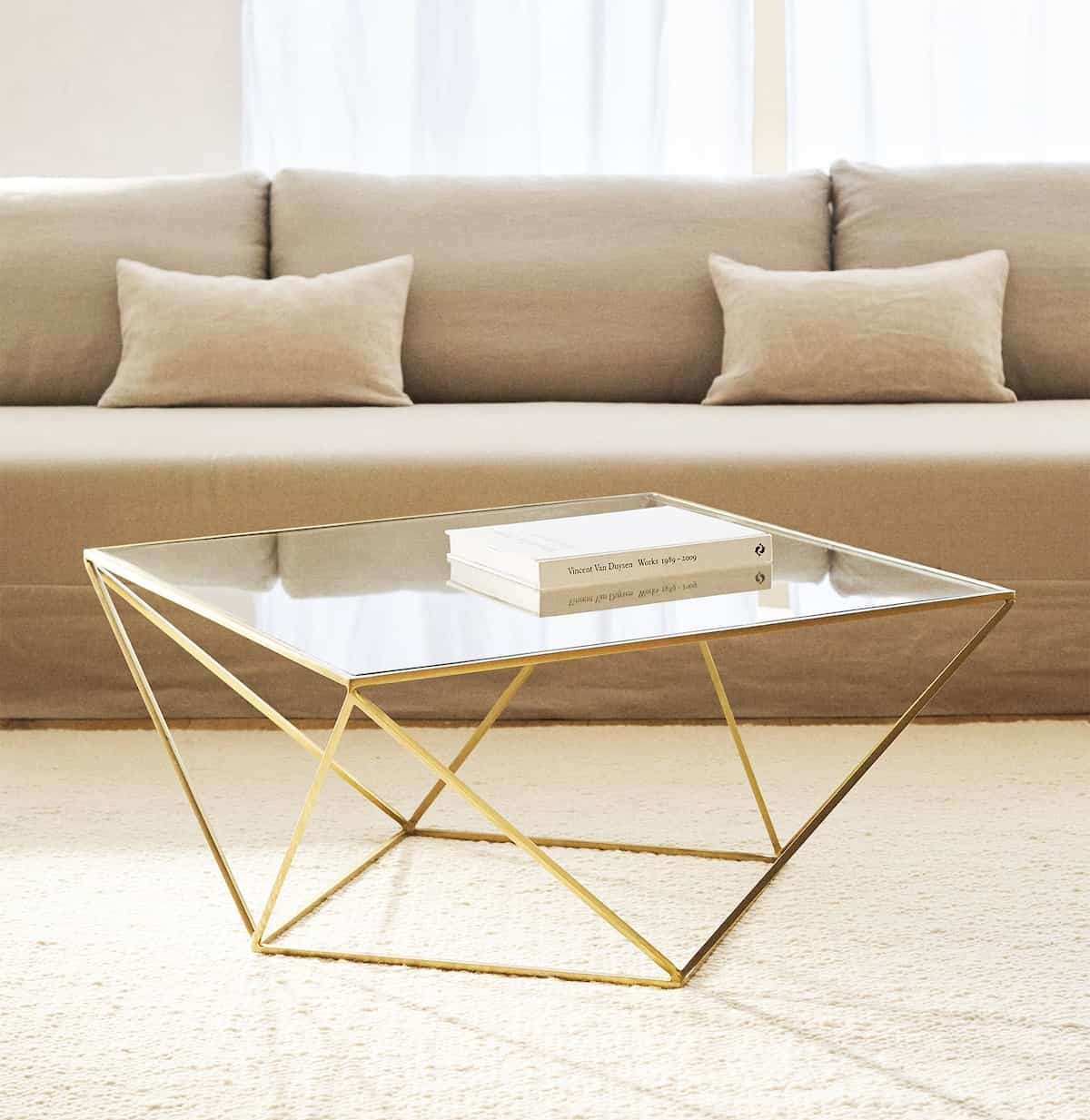 imprescindibles en el salon una mesa geometrica