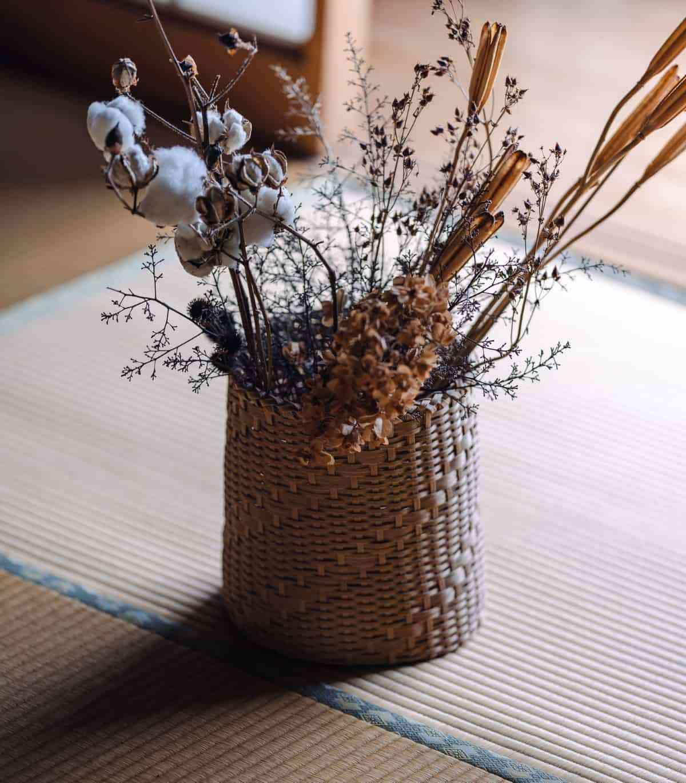 jarron con flores secas
